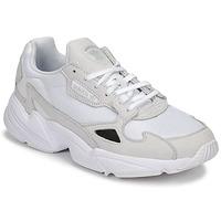 Skor Dam Sneakers adidas Originals FALCON W Vit