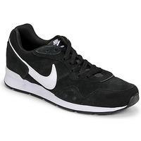 Skor Herr Sneakers Nike VENTURE RUNNER SUEDE Svart / Vit