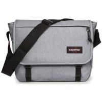 Väskor Handväskor med kort rem Eastpak Delegate Gråa